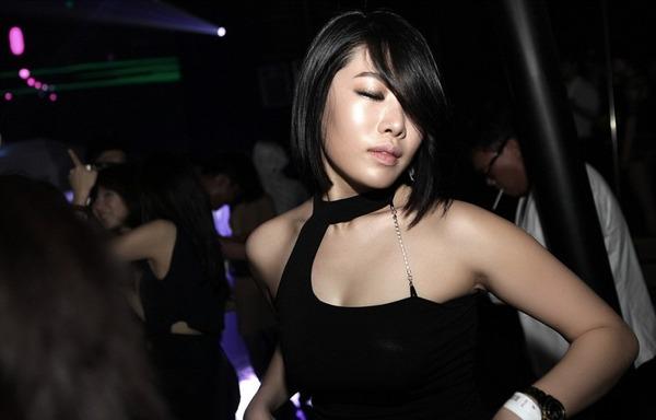 韓国のクラブはエロエロ解放区 (7)