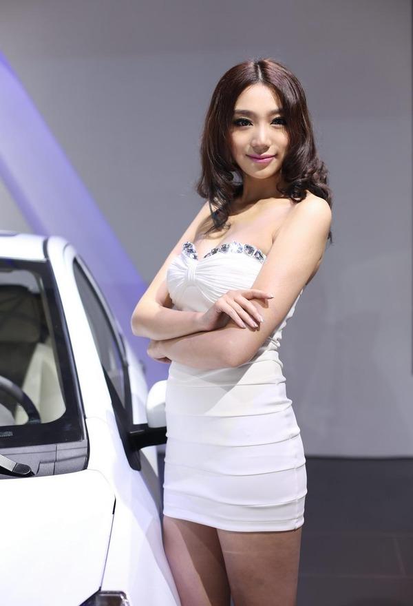 上海モーターショーの巨乳美脚コンパニオン (12)