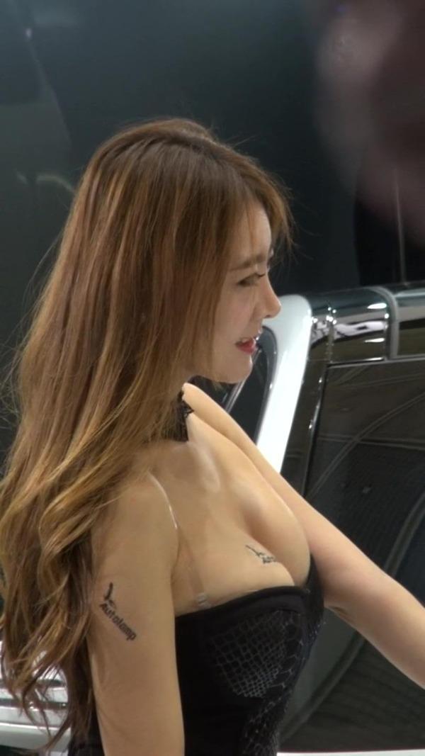 韓国の巨乳コンパニオンのエロ画像集 (14)