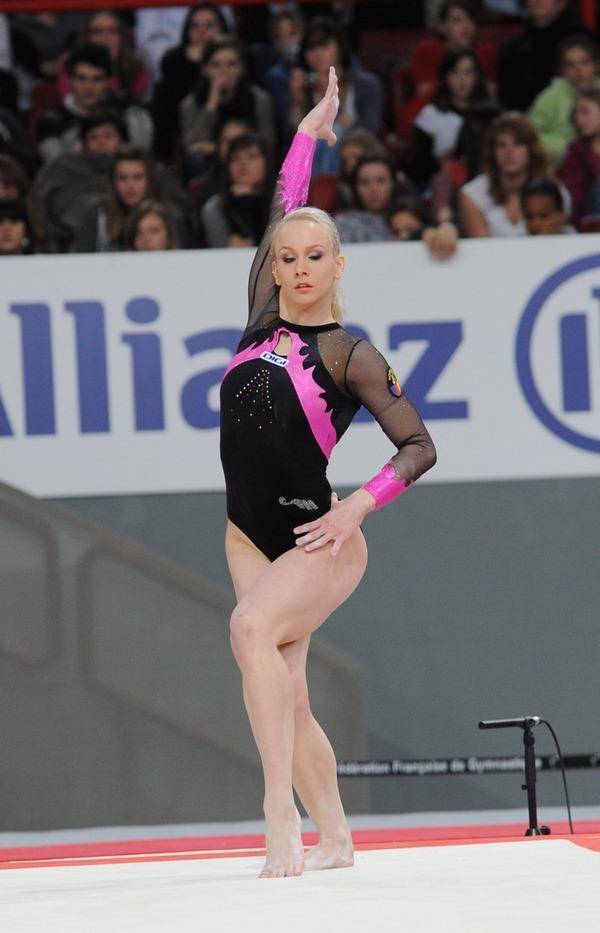 女子体操選手の食い込みエロ画像 (24)