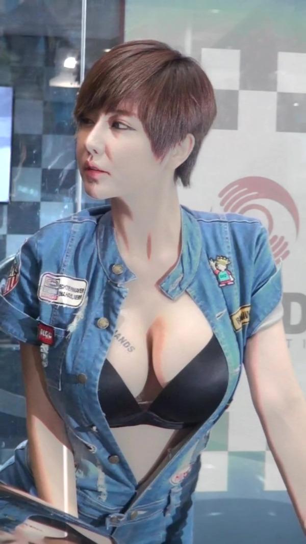 韓国の巨乳コンパニオンのエロ画像集 (11)