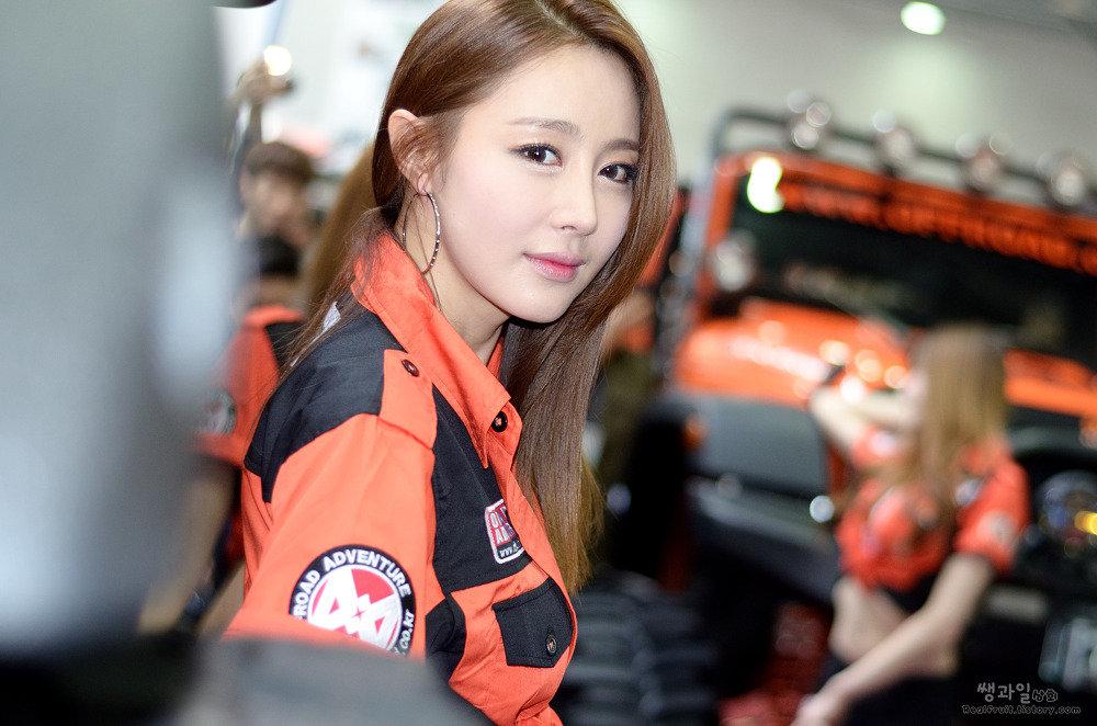 (韓国のえろ過ぎるコンパニオン)えろえろコスチューム姿の韓国の美巨乳モデルコンパニオン