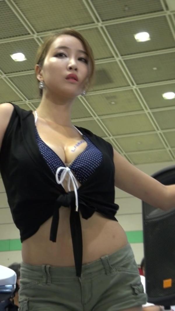 韓国の巨乳コンパニオンのエロ画像集 (29)