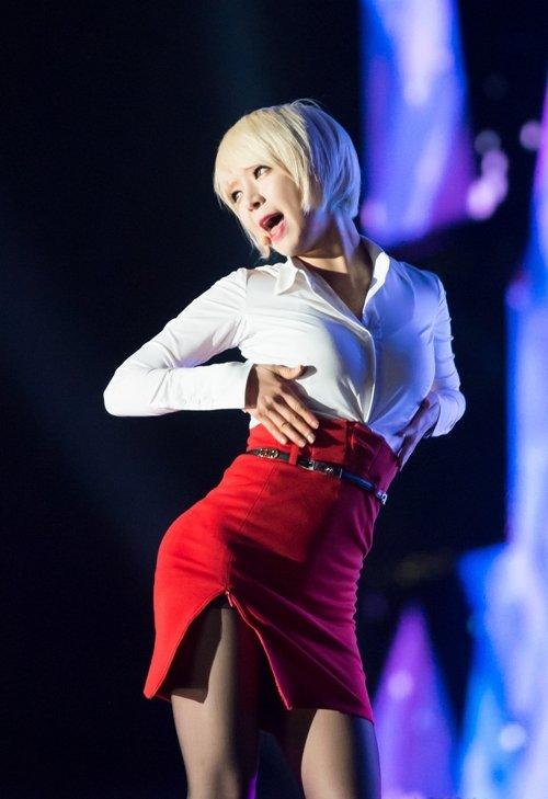 AOAのタイトスカートのスリットエロ画像 (37)