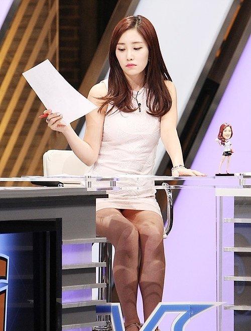韓国のコン・ソヨンを含む女子アナ美脚パンチラ画像集 (27)