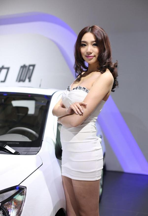 上海モーターショーの巨乳美脚コンパニオン (11)
