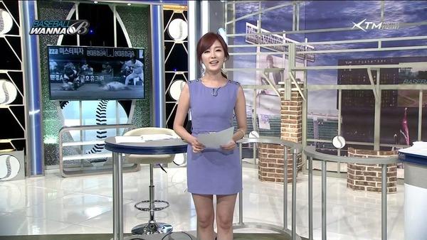 韓国のエロい美人女子アナのミニスカパンチラ (19)