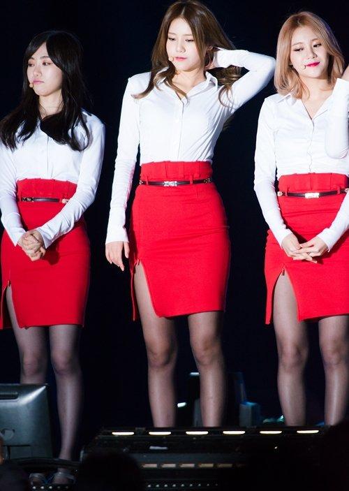 AOAのタイトスカートのスリットエロ画像 (13)