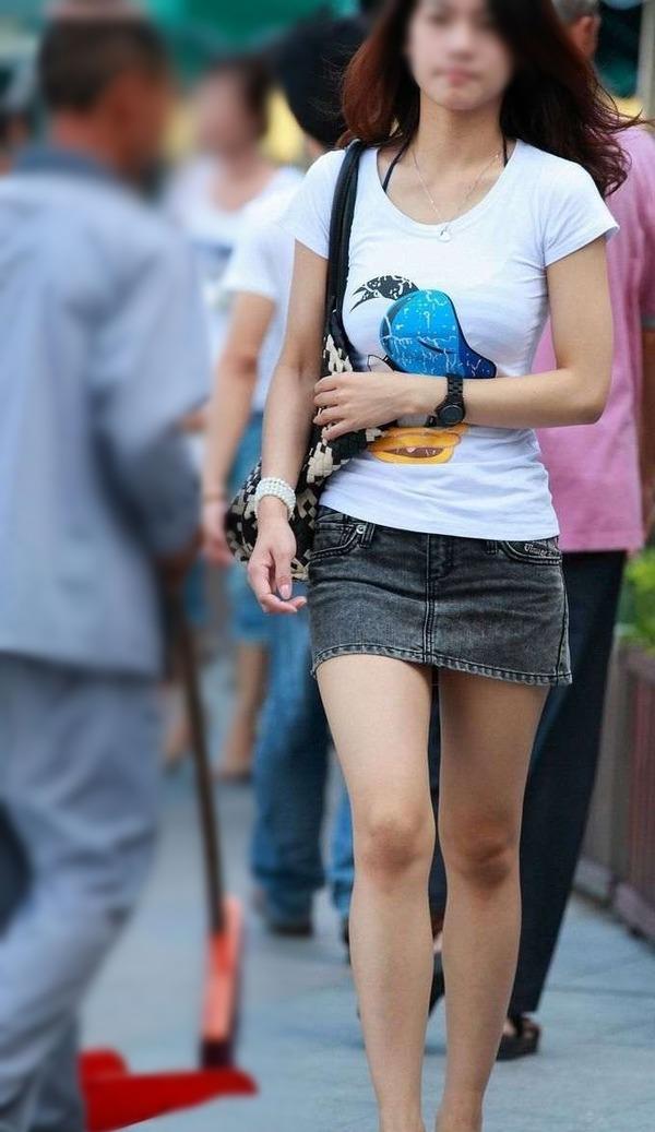 街撮りミニスカ&ショートパンツエロ画像 (14)