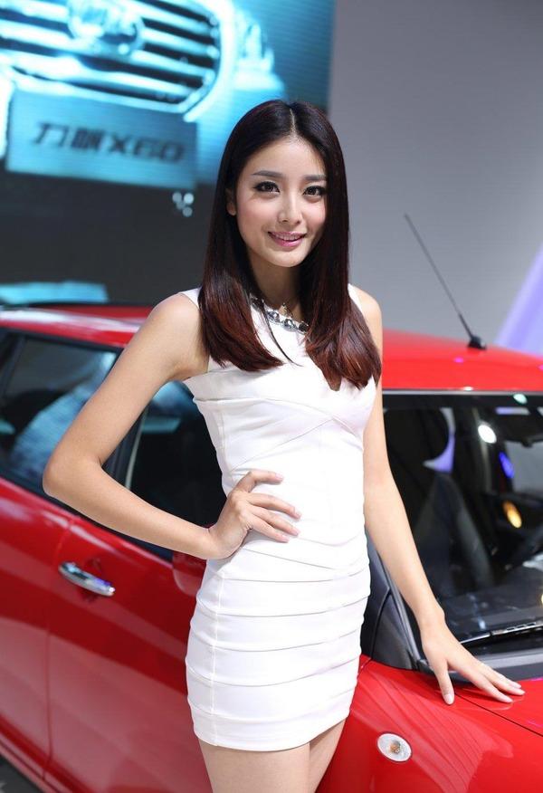 上海モーターショーの巨乳美脚コンパニオン (20)