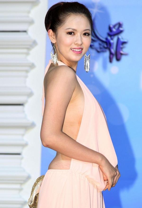 台湾のハミ乳全開な激エロ女優 (15)