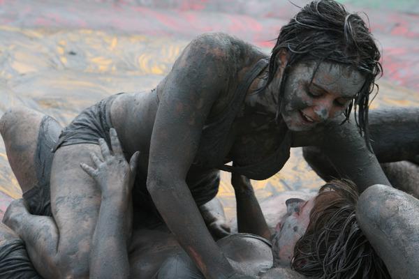 韓国のエロ過ぎる泥祭り (8)