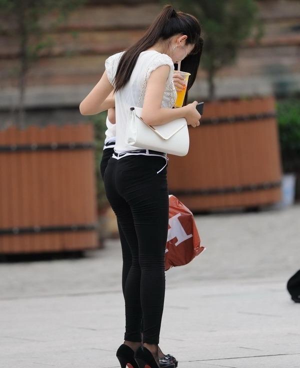街撮りミニスカ&ショートパンツエロ画像 (22)