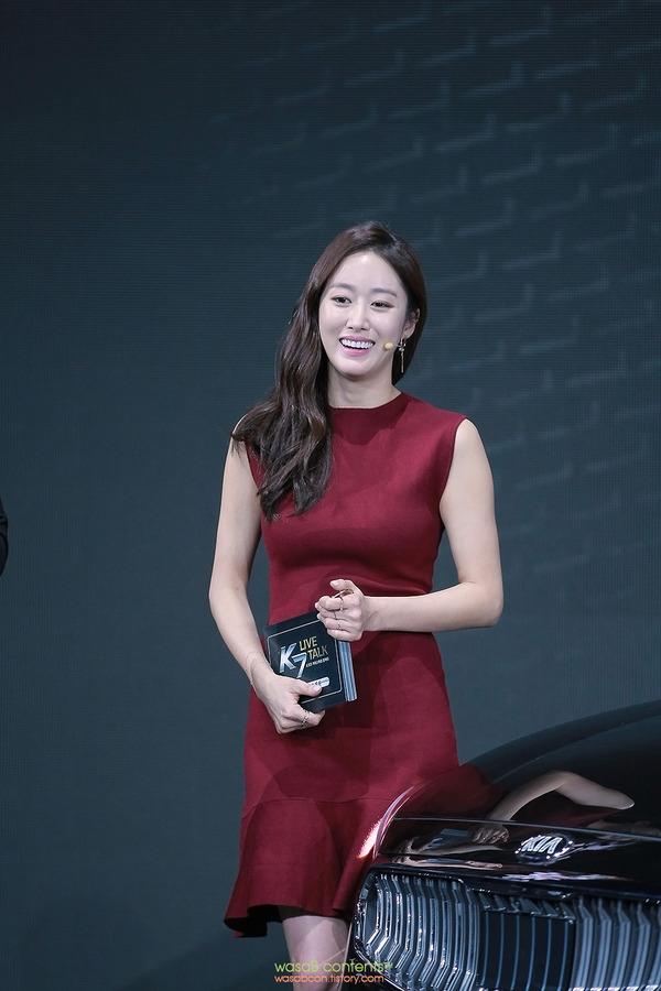 韓国の人気巨乳女子アナウンサー (8)