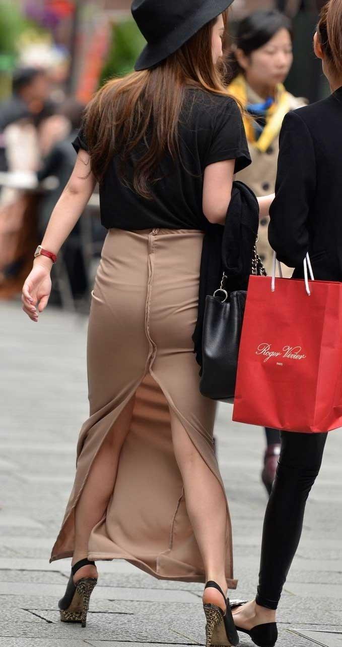 (ヌける街撮り写真)密着スタイルのロングスカートのパンツ丸見えギリギリなスリットがガチでボッキ不可避☆☆☆☆☆