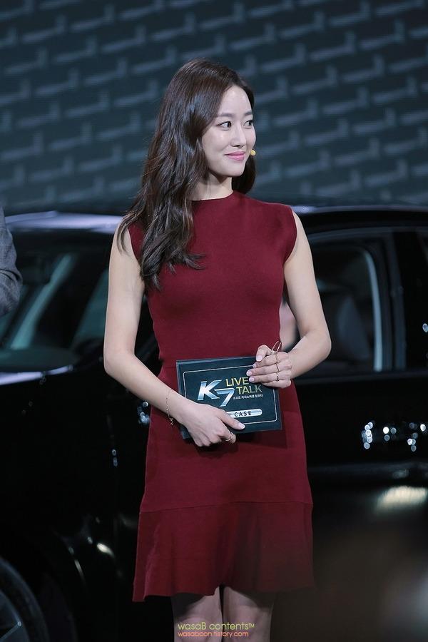 韓国の人気巨乳女子アナウンサー (7)