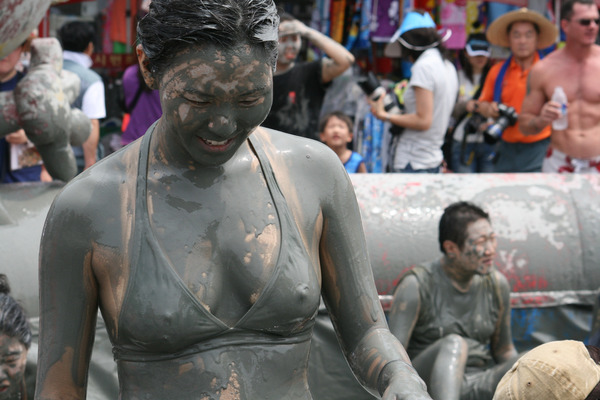 韓国のエロ過ぎる泥祭り (6)