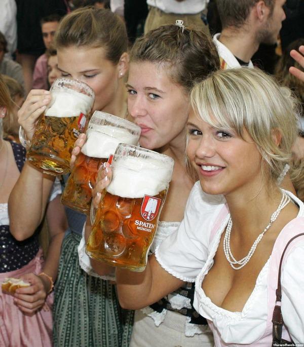 ドイツのビール祭りは巨乳ちゃんを盗撮し放題!! (5)