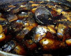 今井食堂のサバを3日間煮る大鍋