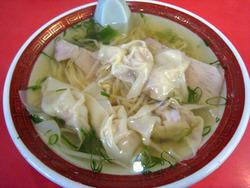 三宮のおいしいラーメンの丸萬のワンタン麺