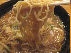 醤油とんこつ 四天王ラーメンの細麺