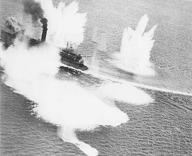 青森空襲 函館沖で爆撃を受ける津軽丸