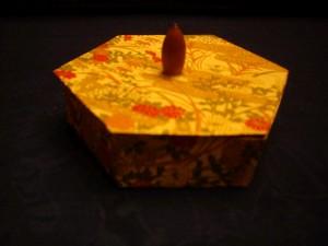 秋草六角の箱