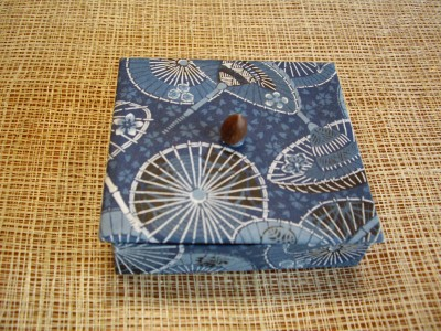 傘模様の小箱