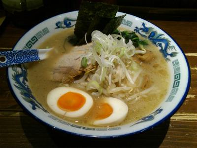 渋谷の初ラーメンは男旭山
