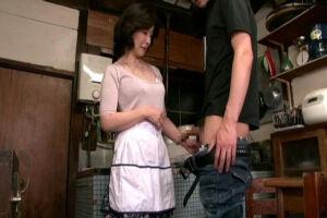 板倉幸江 五十路熟女のお母さんに欲情してフル勃起する息子!近親相姦ファックでザーメン中出し