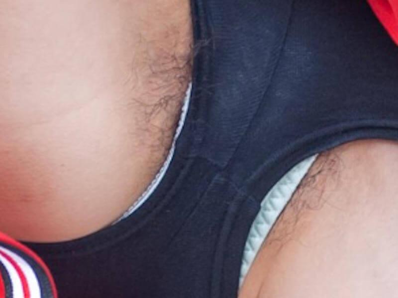 ハミ毛チアリーダーのマン毛ハプニング画像