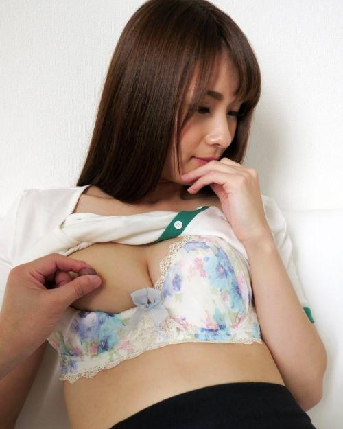 【三次】胸を揉まれたり舐められたりしている女の子のエロ画像