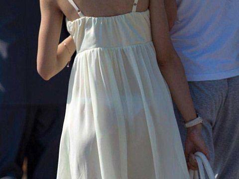 ワンピースで透けブラ・透けパンしてるお姉さん…この布1枚捲ったら下着姿なんだと思うと興奮するよなwww