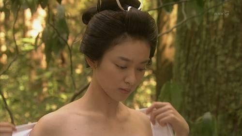 武井咲、「忠臣蔵の恋」まさかの全裸で下着交換シーンがエロすぎ!!