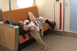 さくらじゅり 爆乳美少女JKが電車でレイプされてしまう!汚いザーメンを顔射されそのまま放置