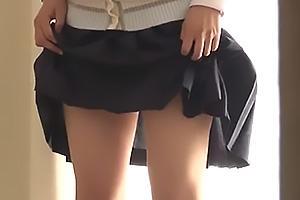伊織涼子 若菜亜衣 アイドルに憧れる娘と元モデルのお母さん!パンチラしながら写真撮影