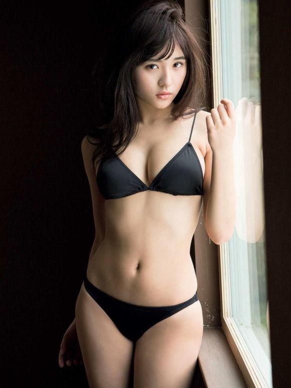 18歳となった浅川梨奈が急速にセクシーになってきてたまらんち