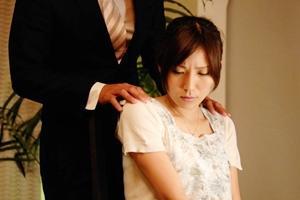 椎名ゆな セレブな巨乳人妻が悪徳探偵の肉奴隷にされる!目隠しされ電マでおマンコを弄られる