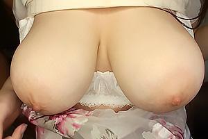 八束みこと ブラジャーからハミ出すほどのLカップ超乳おっぱい!ムチムチボディのドM娘