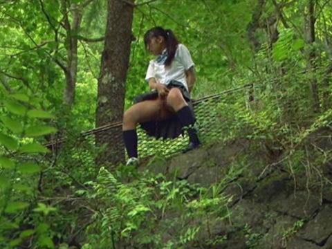 【マジキチ】高所から放尿して解放感を得ている女さんの表情wwwwwwww