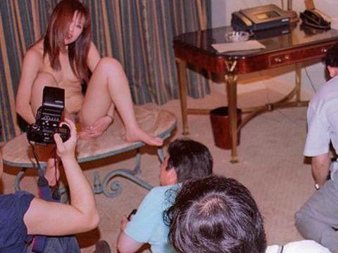 【素人ヌードエロ画像】マンションの一室やホテルで秘密裏に行われている素人のヌード撮影会がガチですげー!!