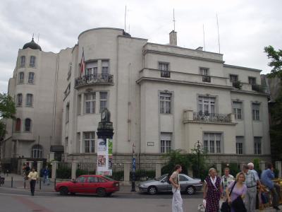 セルビア=モンテネグロ大使館(ブダペスト)、アンドラーシ通り側