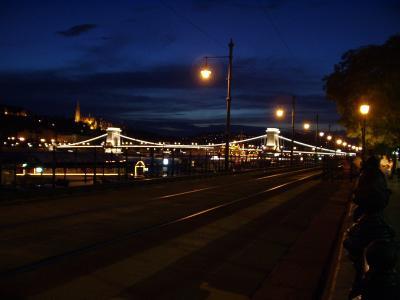 夜の鎖橋全景