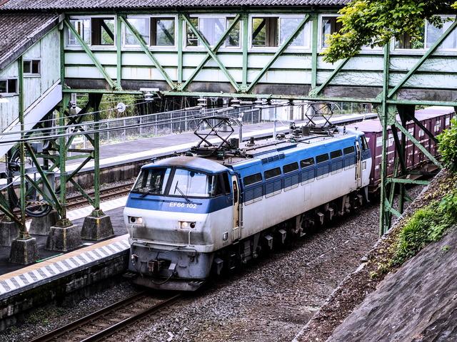 EF66 102貨物1
