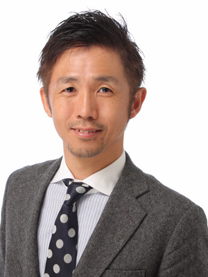 (55)津賀先生(背景を黒板に)