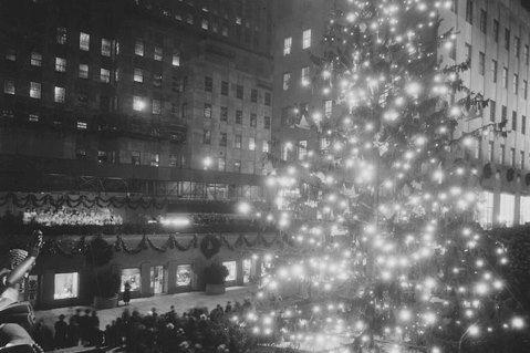Rockefeller-Center-Christmas-Tree-first-lighting