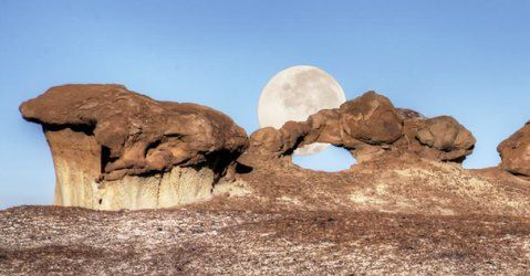 Howl-at-the-moon-at-Bisti-De-Na-Zin-Wilderness