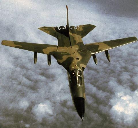 800px-F-111_1