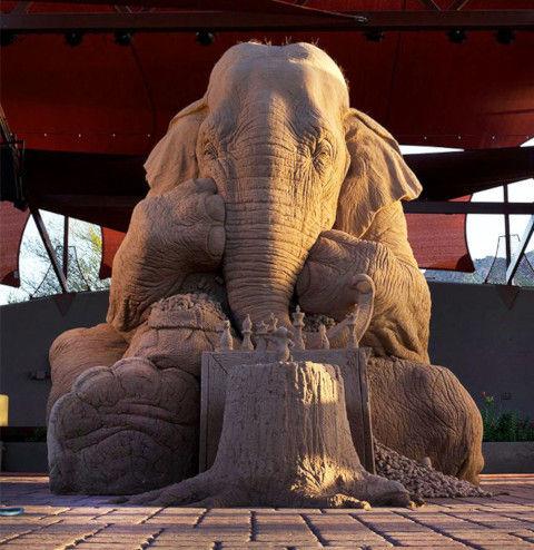 elephant-mouse-playin