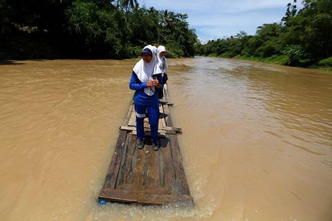 Dangerous-journeys-Cilangkap-Village-Indonesia